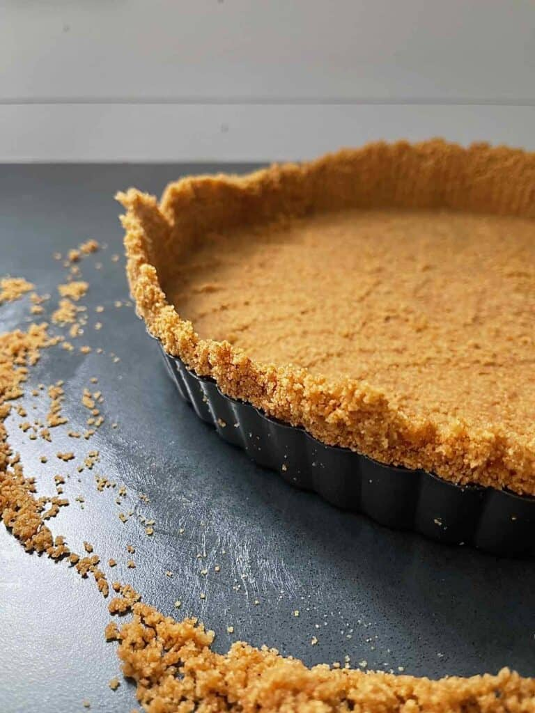 This shows how to form the edge of the tart shell.